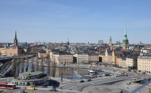 Utsikt från gångbron till Katarinahissen i april.