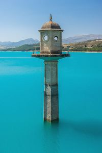 Watch_tower_of_the_dam,_Embalse_de_los_Bermejales,_Andalusia,_Spain